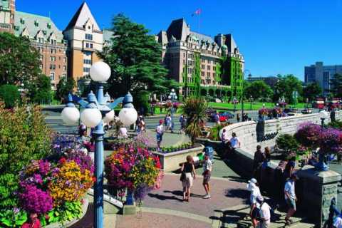 Victoria and Butchart Gardens by Helicopter and Speedboat
