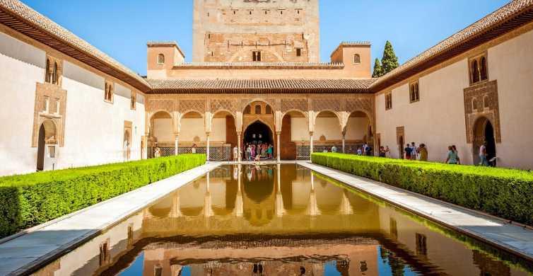 Alhambra y Palacios Nazaríes: ticket de acceso rápido