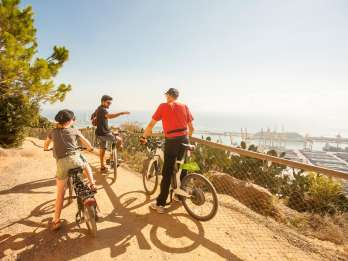 Barcelona: E-Bike-Tour, Seilbahnticket & Segeltour