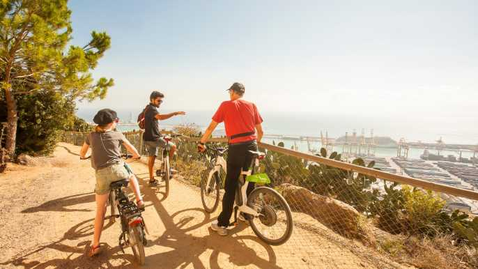 Barcelona: tour en bici eléctrica, funicular y barco