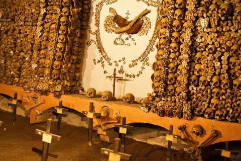 Roma: Catacombe dopo la chiusura e Cappella delle Ossa