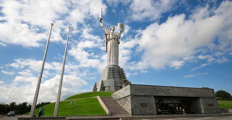 Kiev: Private Walking Tour to Museum of WWII