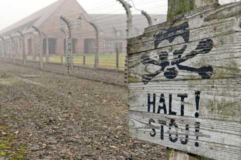 From Wrocław: Full-Day Auschwitz-Birkenau Guided Tour