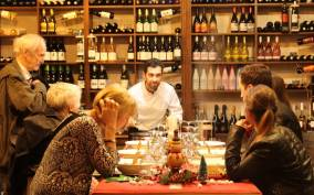 Marbella: Tour of the Old Town with Wine Tasting & Tapas