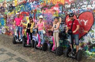 Prag: 4-stündige Segway- & Rollertour mit Mittagessen