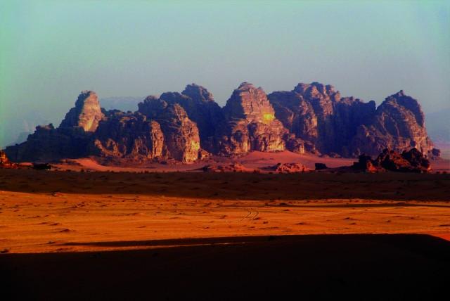 Van Aqaba: 2 uur durende jeeptour naar Wadi Rum