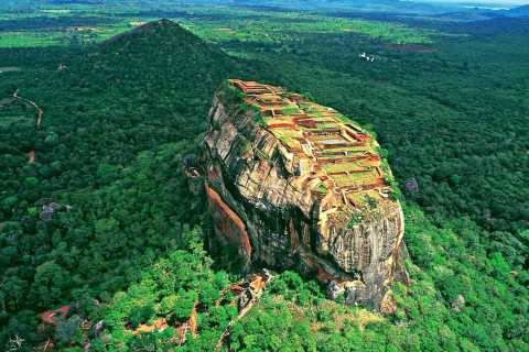 Kandy: Sigiriya Fortress & Cave Temple All-Inclusive Tour