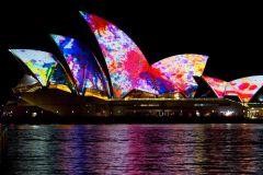 Porto de Sydney: cruzeiro com jantar vívido em navio alto