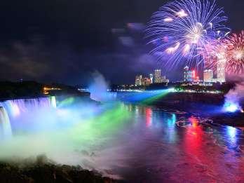 Ab Toronto: Abendtour zu den Niagarafällen mit Bootsfahrt