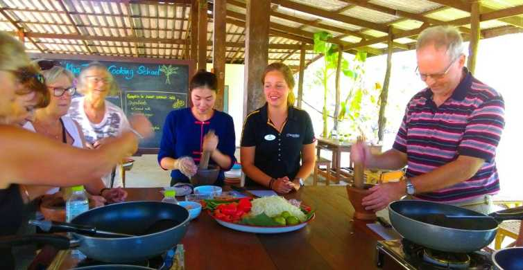Damnoen Saduak Tour and Authentic Thai Cookery Class
