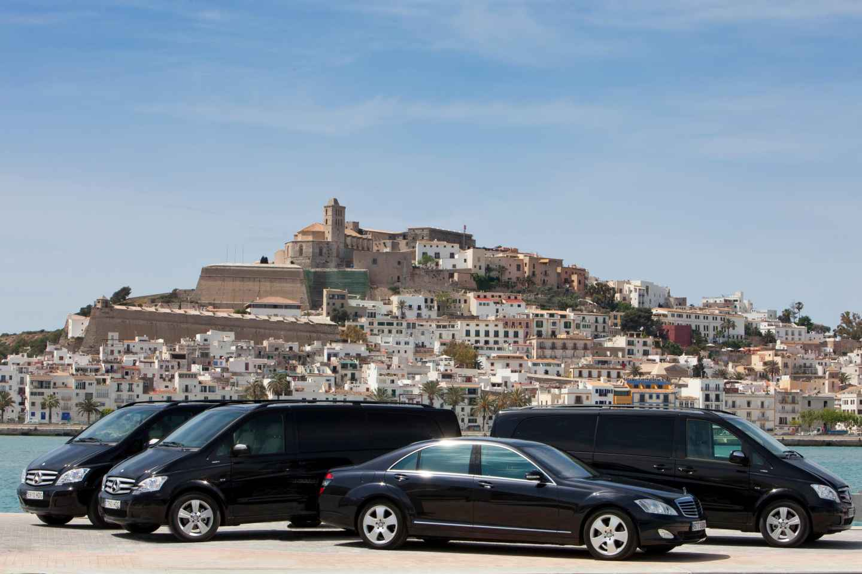 Ibiza: Shuttlebus-Flughafentransfer & Fähre nach Formentera