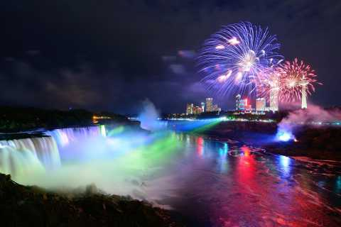 Niagara Falls Canada: Night Lights Tour with Dinner & Cruise