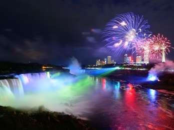 Niagarafälle Kanada: Lichtershow mit Abendessen & Bootsfahrt