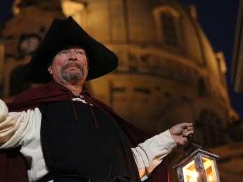 Dresden: Original Nachtwächter-Tour im Laternenlicht