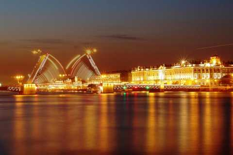 St. Petersburg: 2-Hour Drawbridges Boat Tour