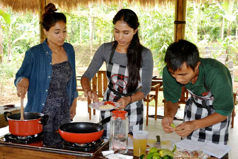 Ab Ubud: Balinesischer Kochkurs auf Biobauernhof