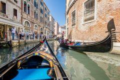 Veneza: Passeio Compartilhado de Gôndola pelo Grande Canal