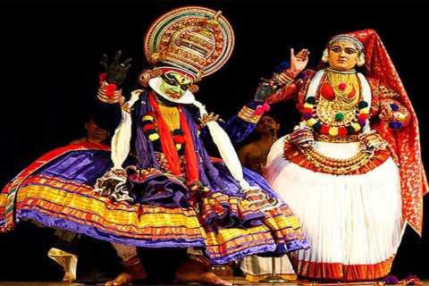 Kochi: Kathakali Evening Dance Show w/ Dinner & Transfer