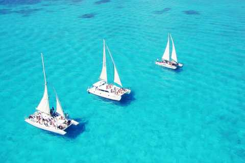 Isla Mujeres Full–Day Sailing Trip with Lunch and Open Bar