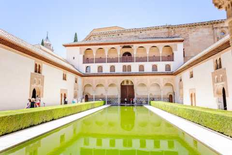 Alhambra and Generalife: Fast-Track Private Tour