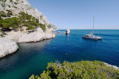Marseille: Calanques National Park Catamaran Cruise & Lunch