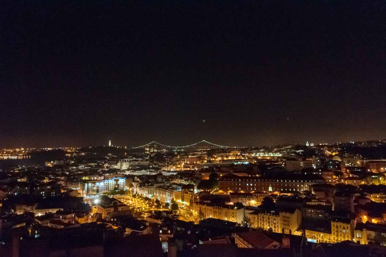 Lissabon: Privates Fado-Dinner und Nacht-Tour mit Aussicht