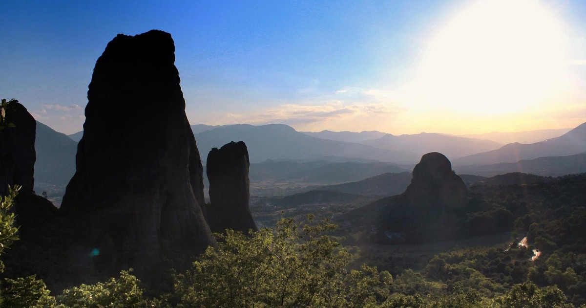 From Athens: Delphi and Meteora 2-Day Tour