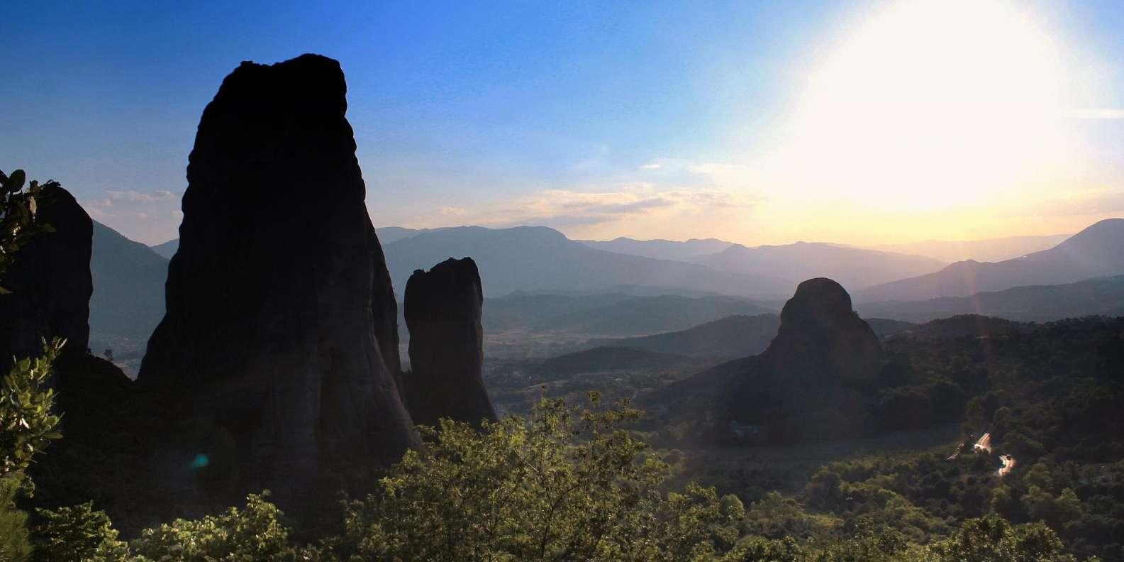 From Athens: Delphi & Meteora 2-Day Tour