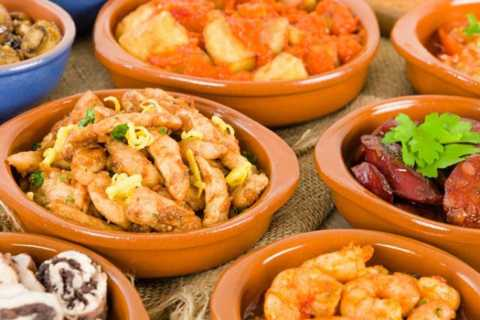 Seville: 3-Hour Tapas Tour by Bike