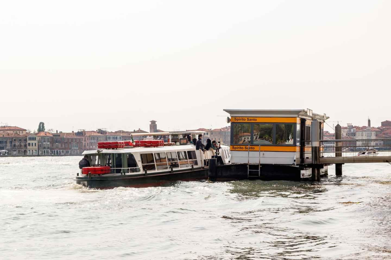 Venedigs öffentliche Verkehrsmittel: Wasser- und Stadtbusse