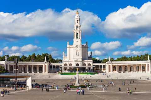 From Lisbon: Private Full-Day Fátima, Nazaré & Óbidos Tour