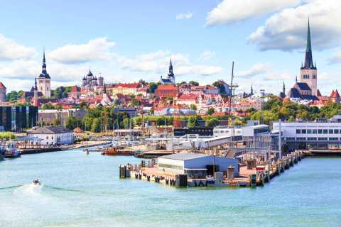 Tallinn: Sightseeing Tour by Coach and on Foot