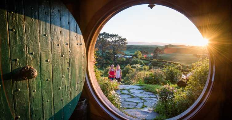 Tauranga: Hobbiton & Rotorua Geysers Shore Excursion
