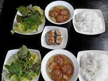 Hanoi: Nachtmarkt & Street-Food-Tour am Wochenende