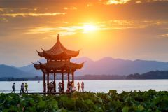 Lago Oeste de Hangzhou, Vila do Chá do Dragão Bem e Templo de Linyin