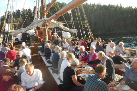 Crociera serale di 3 ore nei fiordi a Oslo con buffet