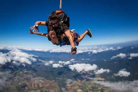 Cairns: Tandem-Fallschirmsprung aus mehr als 4.500 Metern