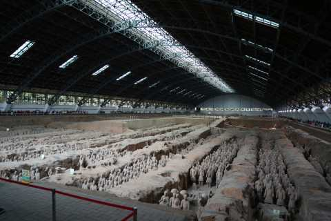 Mini Group: Xi'an Terracotta Warriors and City Wall Tour
