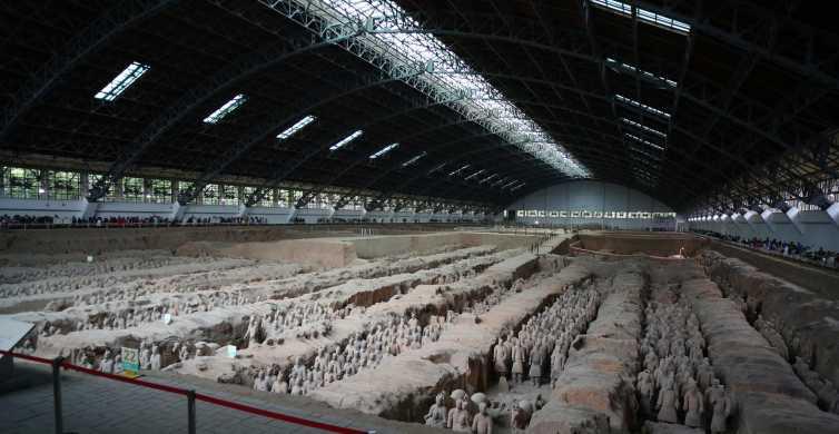 Mini Group: Xi'an Terracotta Warriors and City Wall Tour