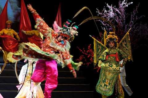 Pechino: Visita notturna di Opera di Pechino con trasferimento