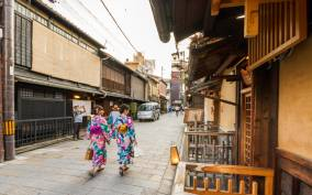 Night Walk in Gion: Kyoto's Geisha District