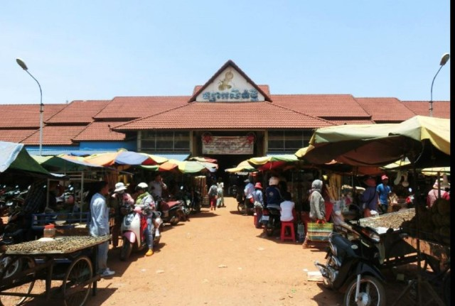 Siem Reap: Morning Local Market and Pagoda Private Tour