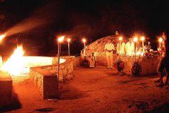 Cerimônia de purificação maia Temazcal à noite