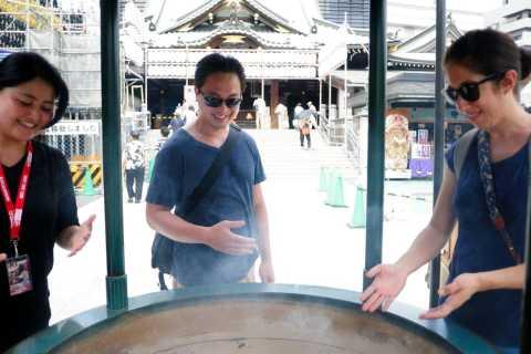 Esperienze di Lonely Planet: tour dei templi e dei santuari di Tokyo