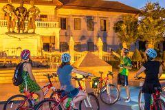 Destaques de Chiang Mai: Excursão de Bicicleta Noturna Turística