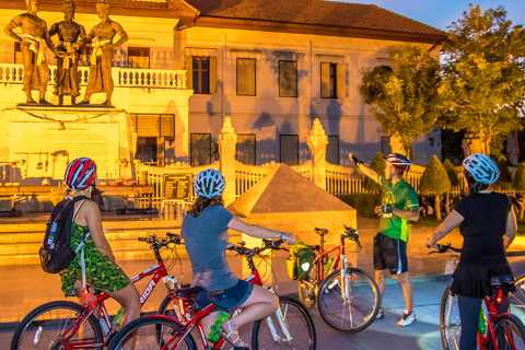 Puntos destacados de Chiang Mai: tour nocturno en bicicleta por la ciudad