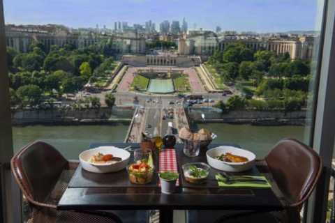 Tour Eiffel Champagne Lunch e tour di un giorno a Parigi da Londra