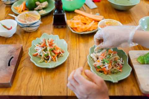 4-Course Hands-On Vietnamese Cooking Lesson in Small Group