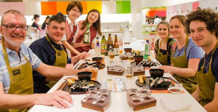 Tokyo: Tsukiji Market Walking Tour & Rolled Sushi Class