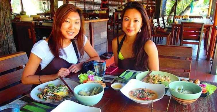 Chiang Mai: Thai Cooking Class in an old Teak House